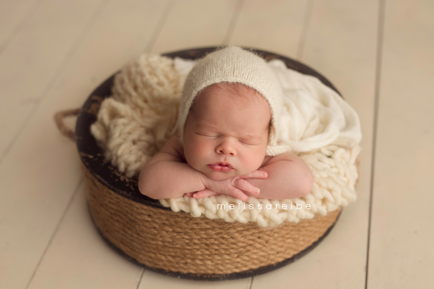 0205_Central Arkansas Newborn Photographer_Baby in a bucket_Cream Newborn Bonnet_Newborn Boy Pictures